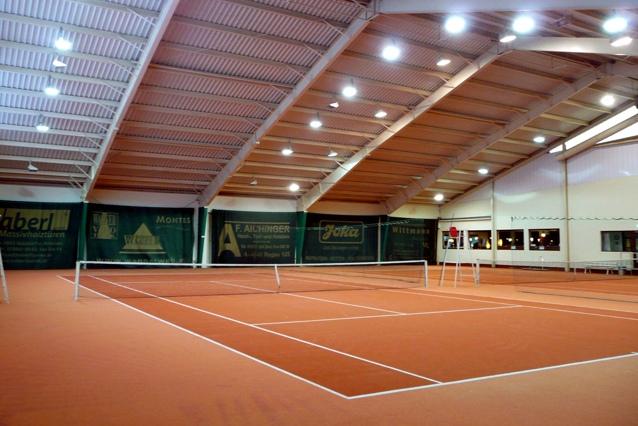 Tennishallenbeleuchtung,LED,LED Hallenleuchte,LUXON,Lichtmast
